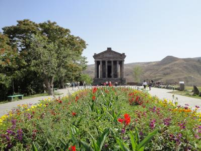 Garni with flowers
